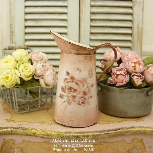 Broc Miniature Rose, Imitation Émail Rouillé, Roses Vintage, Maison de Poupée
