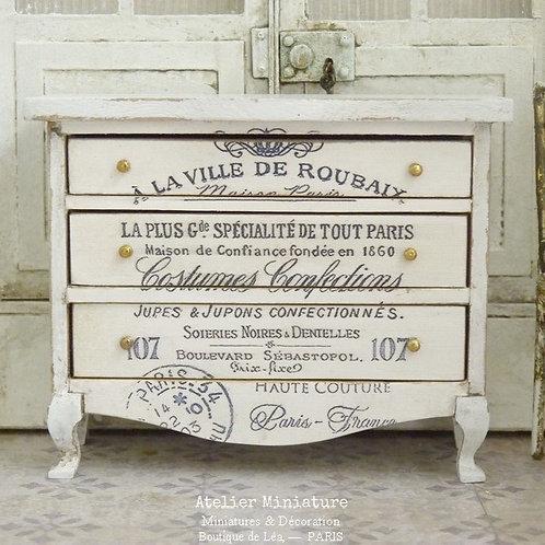 #1 - Commode Blanche Brocante Typographie, Décors Imprimés, Maison de Poupée