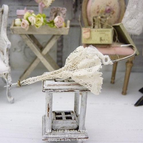 Ombrelle Miniature Blanche, Maison de Poupée, Échelle 1/12