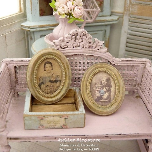 Deux Cadres ovales, Miniatures en résine, Or vieilli, Reproductions Vintages