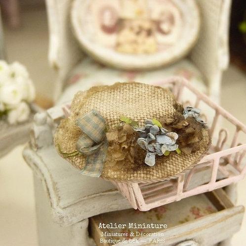 Chapeau Miniature Bleu, Maison de Poupée, Échelle 1/12
