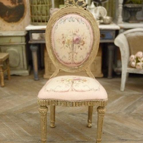 Chaise médaillon Louis XVI en Bois, Marie-Antoinette, Roses Aubusson
