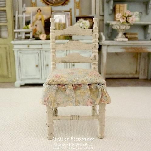 Chaise Miniature de Campagne, Shabby Chic, Maison de Poupée, Échelle 1/12