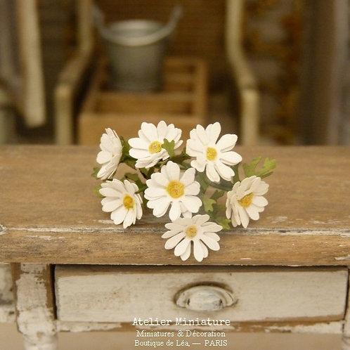 Bouquet de 7 Marguerites Miniatures, Fleurs en papier, Maison de Poupée, 1/12