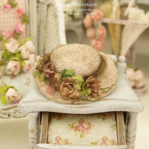 Chapeau Miniature Rose, Maison de Poupée, Échelle 1/12