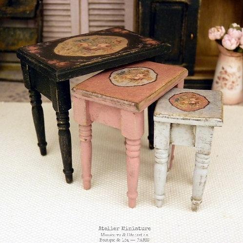 Trois Tables Gigognes, Mobilier de Maison Miniature à l'Échelle 1/12