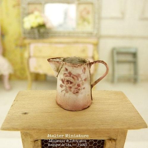 Pichet rose miniature, Imitation Émail Rouillé, Roses Vintage, Maison d