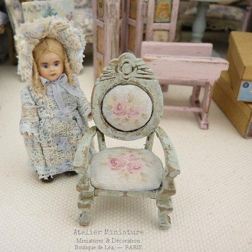 Fauteuil Bleu Pâle, Échelle 1/24, Miniature en bois, Maison de Poupée