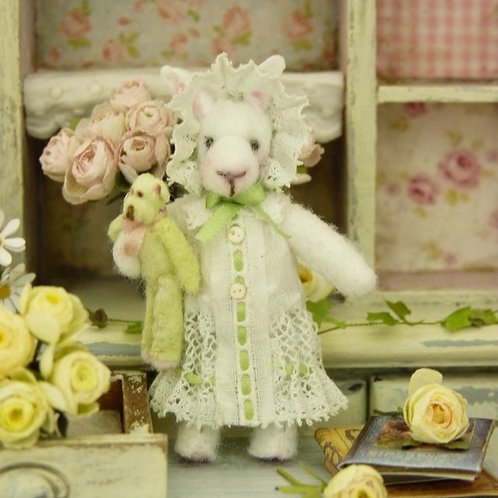 Rabbit dressed 5.5 cm (h) 2.16'' and its Pooh 2.5 cm (h) 0.98'', Doll House