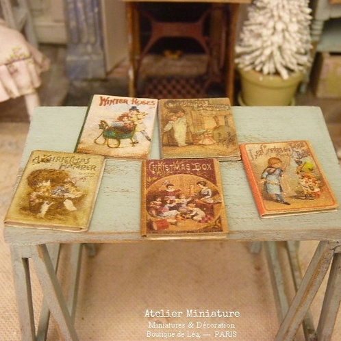 Cinq livres de Noël (fermés), Miniatures en papier, Échelle 1/12