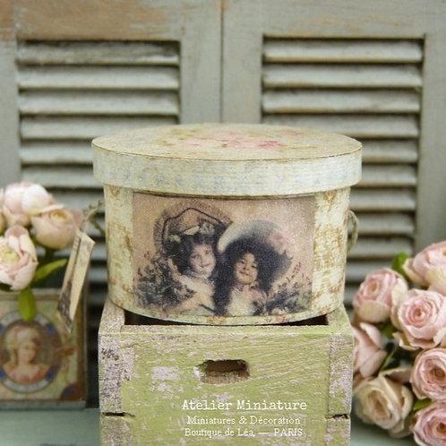 Boîte à Chapeau Vintage Ovale, Intérieur Bleu, Maison de Poupée, 1/12