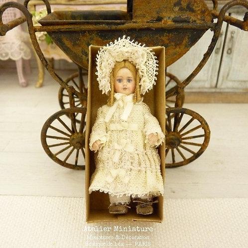 Poupée miniature style Bébé Jumeau, Dentelle Ancienne, Maison de poupée