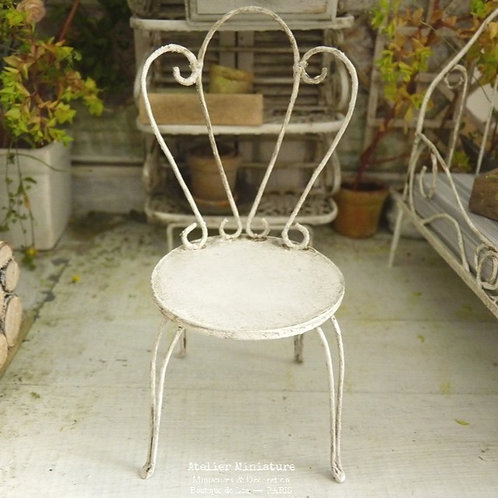 Chaise de Jardin Romantique Miniature, Blanc vieilli, Échelle 1/12