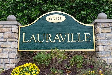 Lauravillesign_edited.jpg