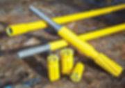 Uzun metrajlar sağlayan top hammer (üstten darbeli)ve DTH (kuyu dibi) kaya delici ekipmanlar, bitler, rodlar, MF rodlar, delici tabancalar ve yedek parçaları