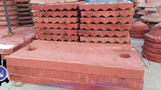 Плиты дробящие, плиты распорные, клин, сухарь для СМД-117 (ЩДП 15х21)