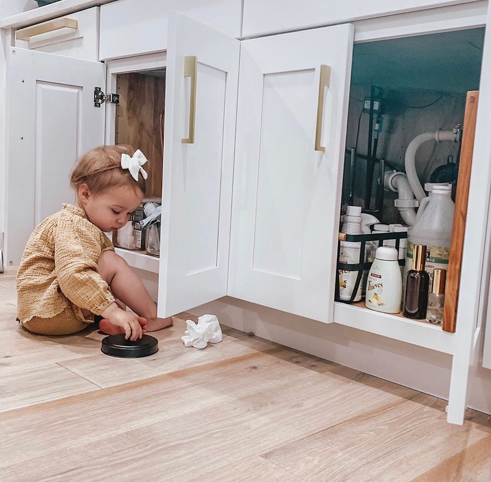 Toxic household products, thieves household cleaner, toddler