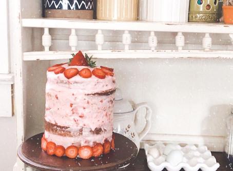 Freddie's Yummy Vanilla Cake with Strawberry Frosting