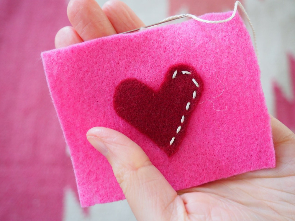 valentines day crafts, Valentine's Day, crafts, diy, hand warmers, Essential oils, essential oil hand warmer, heart shapes, kid crafts, gifts
