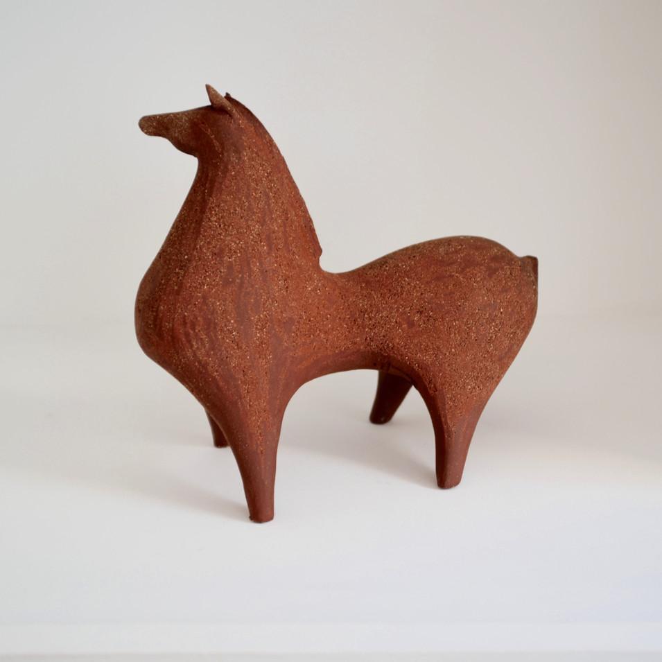 Athena Jahantigh, cheval ocre,