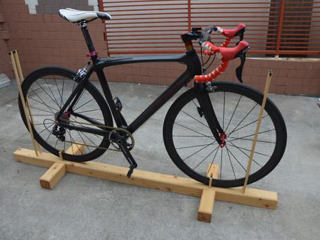 木の自転車スタンド