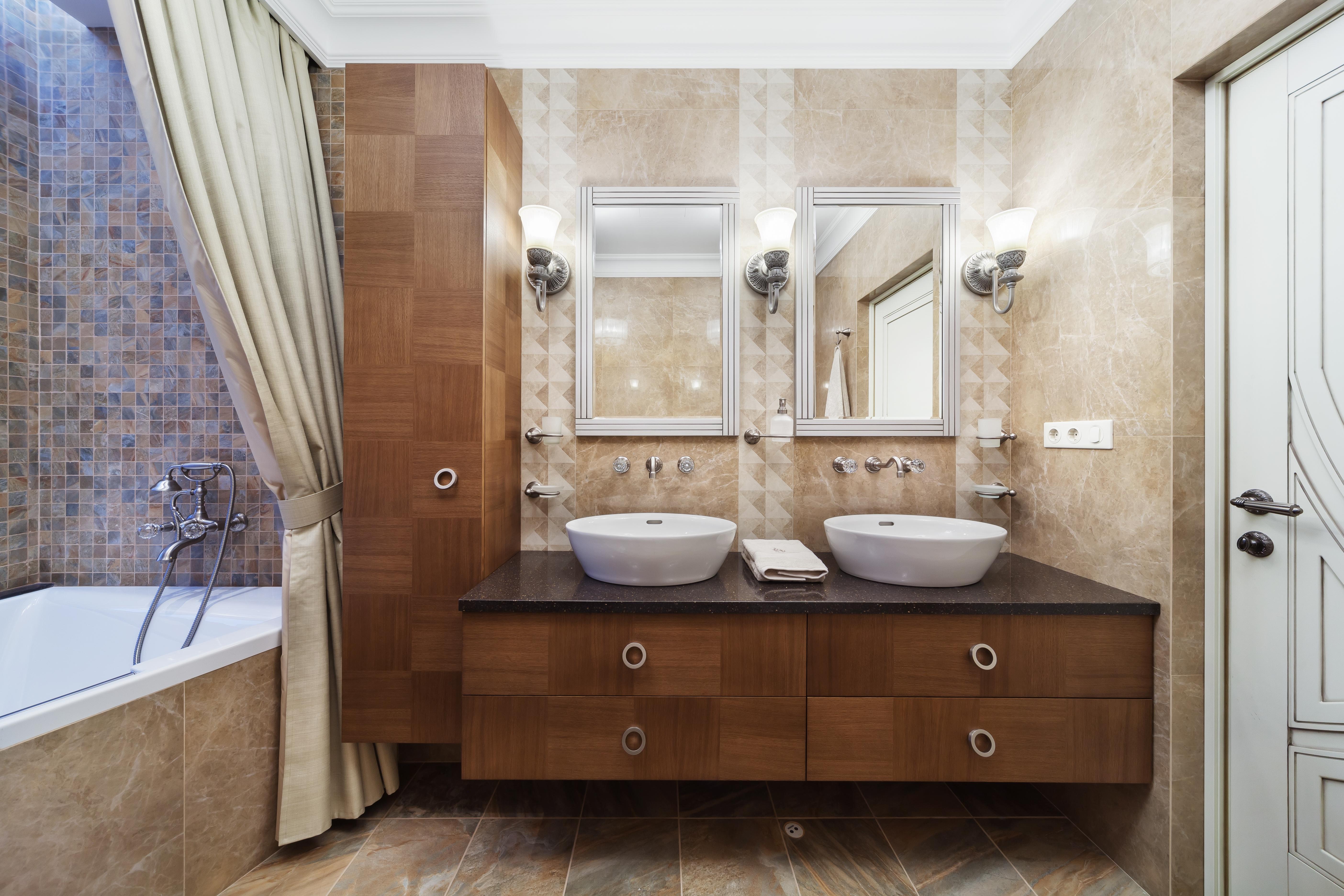 Ванная с мебелью в орехе