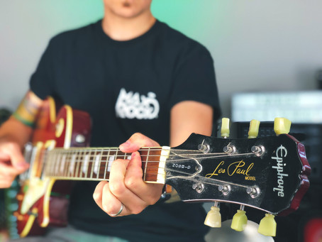 6 Reasons Why Playing The Guitar Benefits Your Wellbeing!
