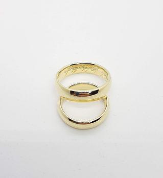 Кольца с гравировкой, изготовленные на заказ.