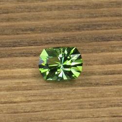 zelenyj-turmalin-iz-kongo-0-85-karata-1-