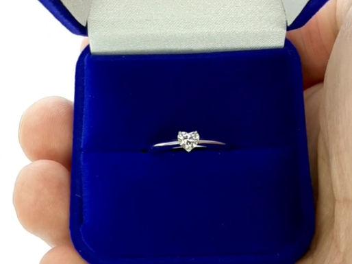 Помолвочное кольцо с бриллиантом сердце