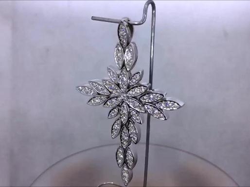 Подвеска крест из листьев с бриллиантами