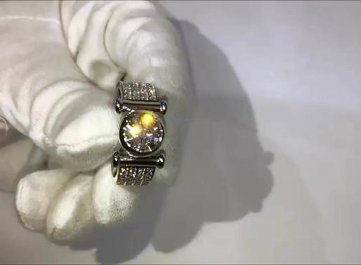 Перстень с крупным бриллиантом