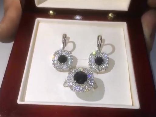 Комплект серьги и кольцо с сапфирами и бриллиантами