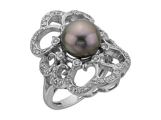 Золотое кольцо с черным жемчугом и бриллиантами