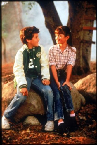 Fred Savage and Danica McKellar in the pilot episode of