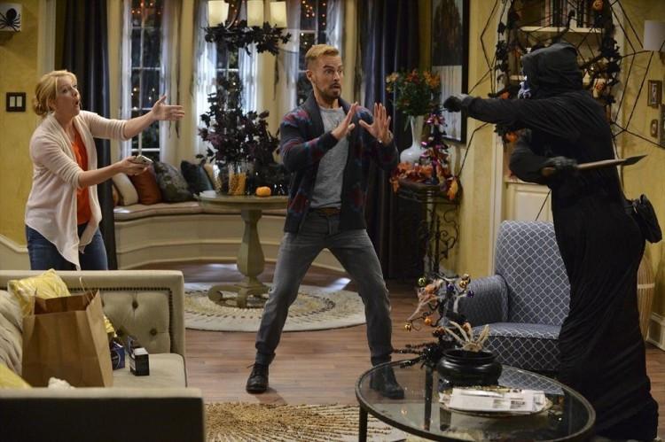 "Melissa Joan Hart and Joey Lawrence star in ""Melissa & Joey"""
