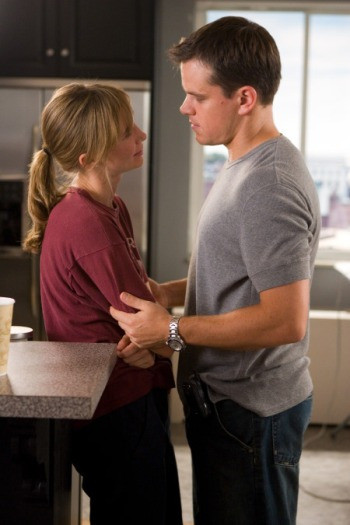 "Colin Sullivan (MATT DAMON) falls in love with Madolyn (VERA FARMIGA), a police psychiatrist, in Warner Bros. Pictures' crime drama ""The Departed."""