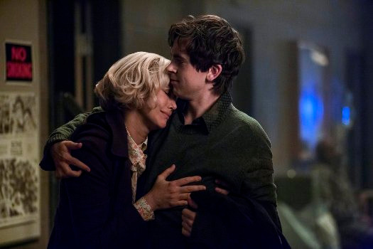 "BATES MOTEL -- ""A Danger to Himself and Others"" Episode 401 -- Pictured: (l-r) Vera Farmiga as Norma Bates, Freddie Highmore as Norman Bates -- (Photo by: Bettina Strauss/Universal Television)"