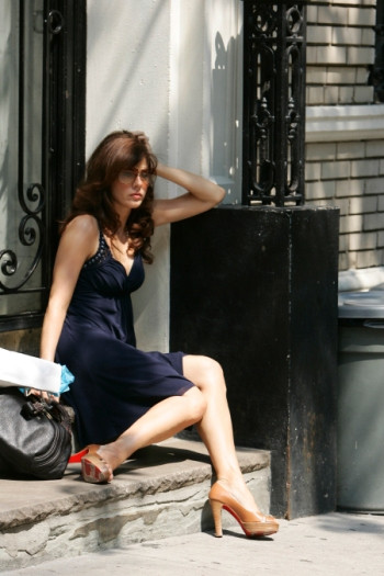 """BEFORE THE DEVIL KNOWS YOU'RE DEAD 08-01-2006 Director: Sidney Lumet DP: Ron Fortunato Shoot Day 17 Scene 22 (Ext) Hank's Apartment building (DAY) """"Gina is waiting - they enter together"""" Ethan Hawke (Hank) Marisa Tomei (Gina) Photo Credit - Will Hart"""
