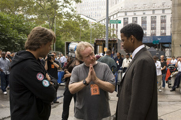 Russell Crowe, director Ridley Scott and Denzel Washington making American Gangster