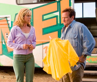 Cheryl Hines (l) and Robin Williams star in Columbia Pictures' family comedy RV. Photo Credit: Joe Lederer