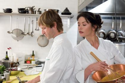 """Aaron Eckhart and Catherine Zeta-Jones star in """"No Reservations."""""""