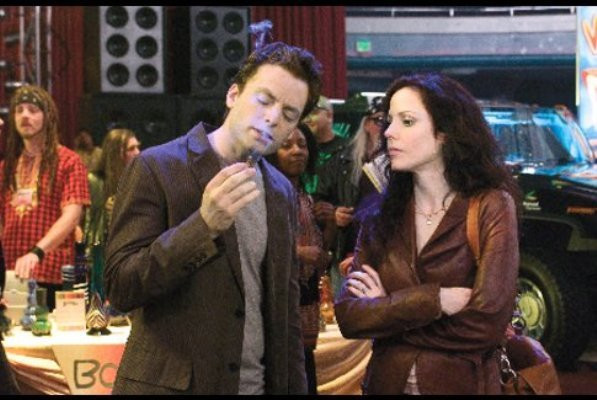 "Justin Kirk and Mary-Louise Parker in ""Weeds."""