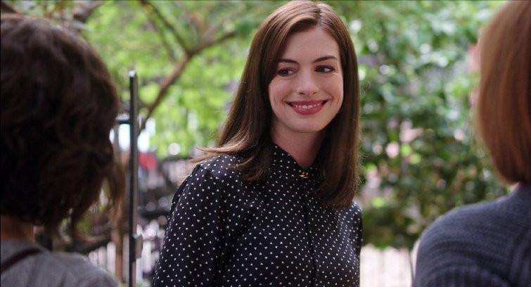 Anne Hathaway stars in THE INTERN.