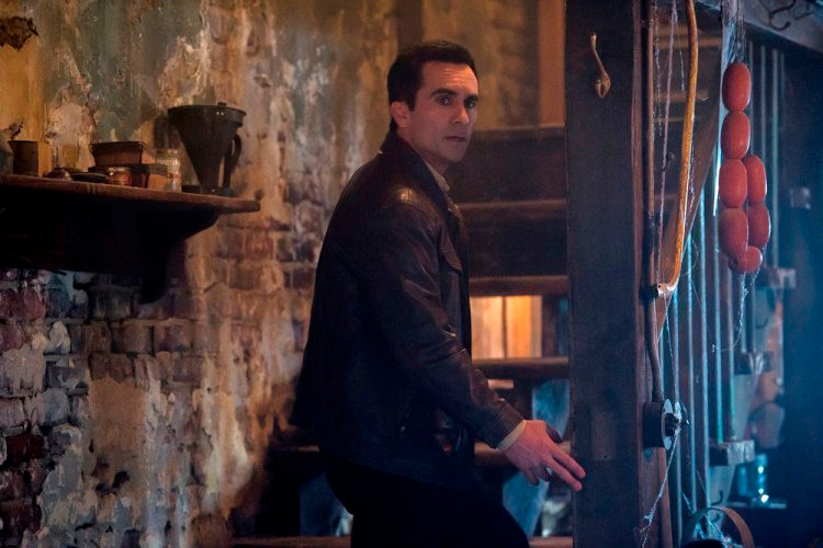 "BATES MOTEL -- ""There's No Place Like Home"" Episode 407 -- Pictured: Nestor Carbonell as Sheriff Alex Romero -- (Photo by: Cate Cameron/Universal Television)"