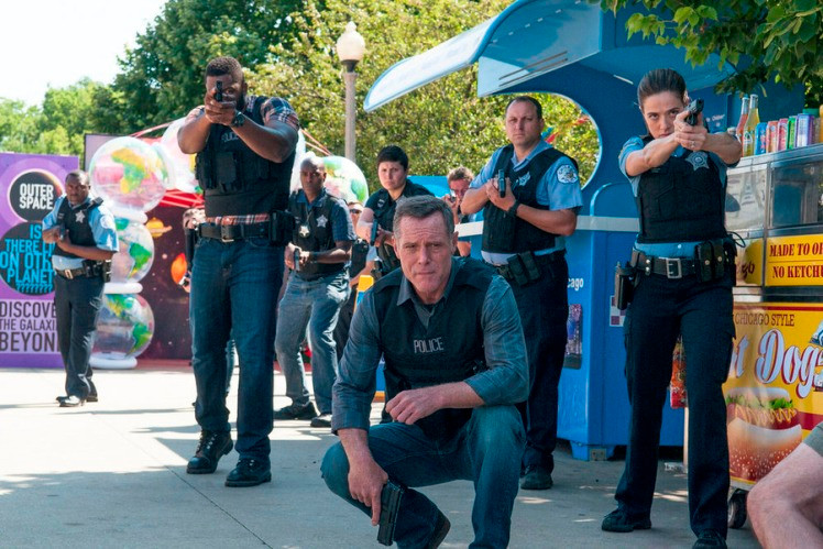 """CHICAGO P.D. -- """"Natural Born Storyteller"""" Episode 302 -- Pictured: (l-r) Laroyce Hawkins as Kevin Atwater, Jason Beghe as Hank Voight, Marina Squerciati as Kim Burgess -- (Photo by: Matt Dinerstein/NBC)"""