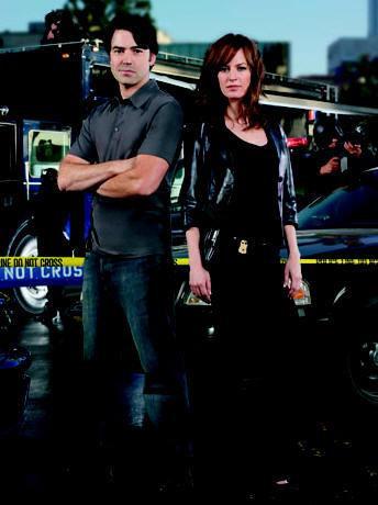 Rosemarie DeWitt and Ron Livingston star in Standoff.