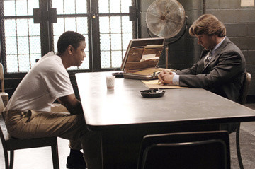 Denzel Washington and Russell Crowe in American Gangster
