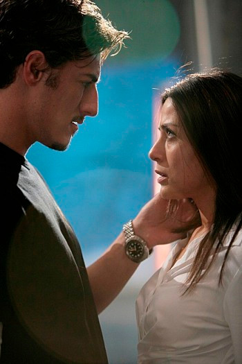 """24:  Milo (Eric Balfour, L) shares a moment with Nadia (Marisol Nichols, R) in the 24 episode """"Day 6: 8:00 P.M. - 9:00 P.M."""" which aired on Monday, March 26 (9:00-10:00 PM ET/PT) on FOX. ©2007 Fox Broadcasting Co. Cr: Michael Becker/FOX"""