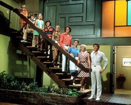 The Brady Bunch cast (l to r:) Susan Olsen, Mike Lookinland, Eve Plumb, Christopher Knight, Maureen McCormick, Barry Williams, Ann B. Williams, Florence Henderson and Robert Reed.